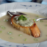 Aus dem Slowcooker: Sellerie-Cremesuppe mit Käsetoasts