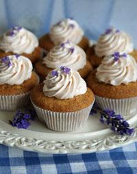 Apfel-Cupcakes mit Lavendelsahne