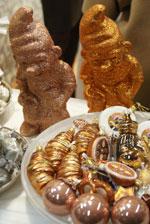 Man beachte die Croissants als Weihnachtskugeln...