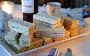 Gurken- und Lachs-Sandwiches
