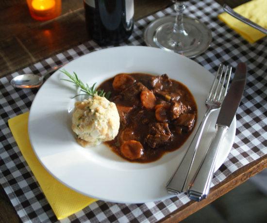 Daube de boeuf (Rindfleisch in Rotwein)