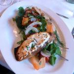 Wildkräutersalat mit Ziegenkäse-Bruschetta