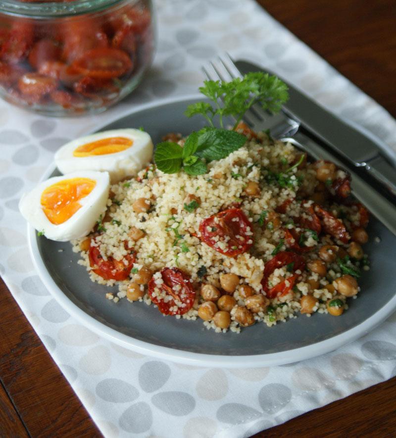 Couscoussalat mit halbgetrockneten Tomaten
