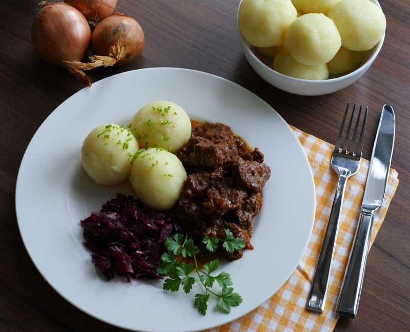 Aus dem Slowcooker: Wiener Saftgulasch | Langsam kocht besser