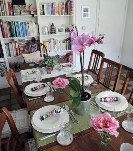 Der Tisch - mit Orchideendeko