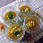 Kokos-Panna-Cotta mit Mangosauce