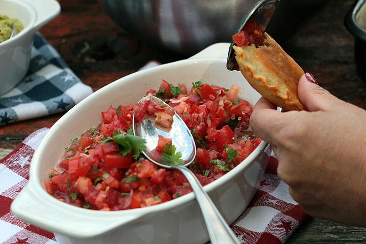 Empanadas: Lecker mit Salsa