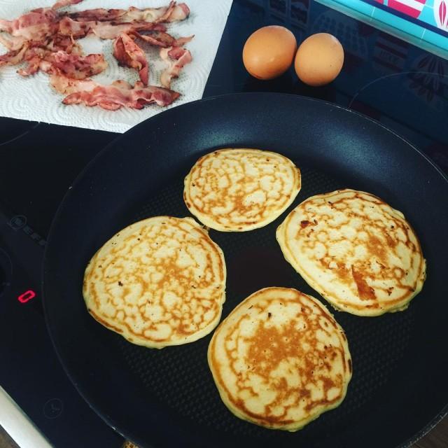 Sehr sptes Pancake Breakfast usfood usakulinarisch pancakes bacon frhstck pfannkuchen