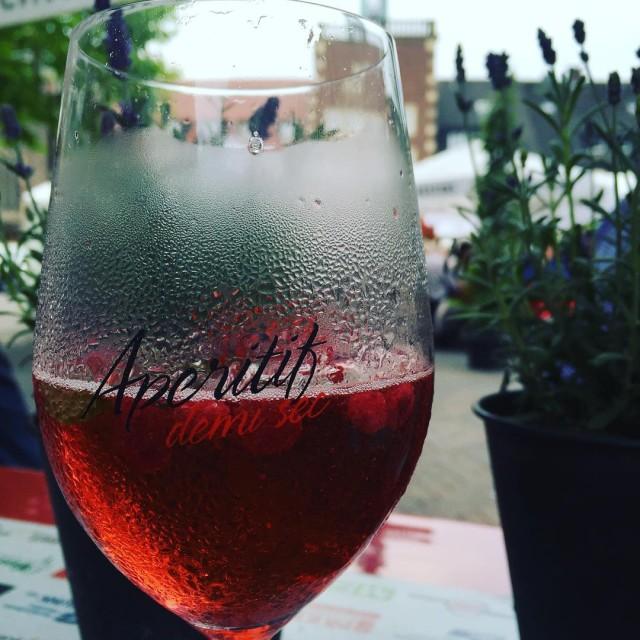 Wochenende! Mnsterlnder Aperitif  Walderdbeerlikr  Sekt aperitif muensterland borkenalacartehellip