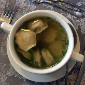 Suppe mit Piroggen