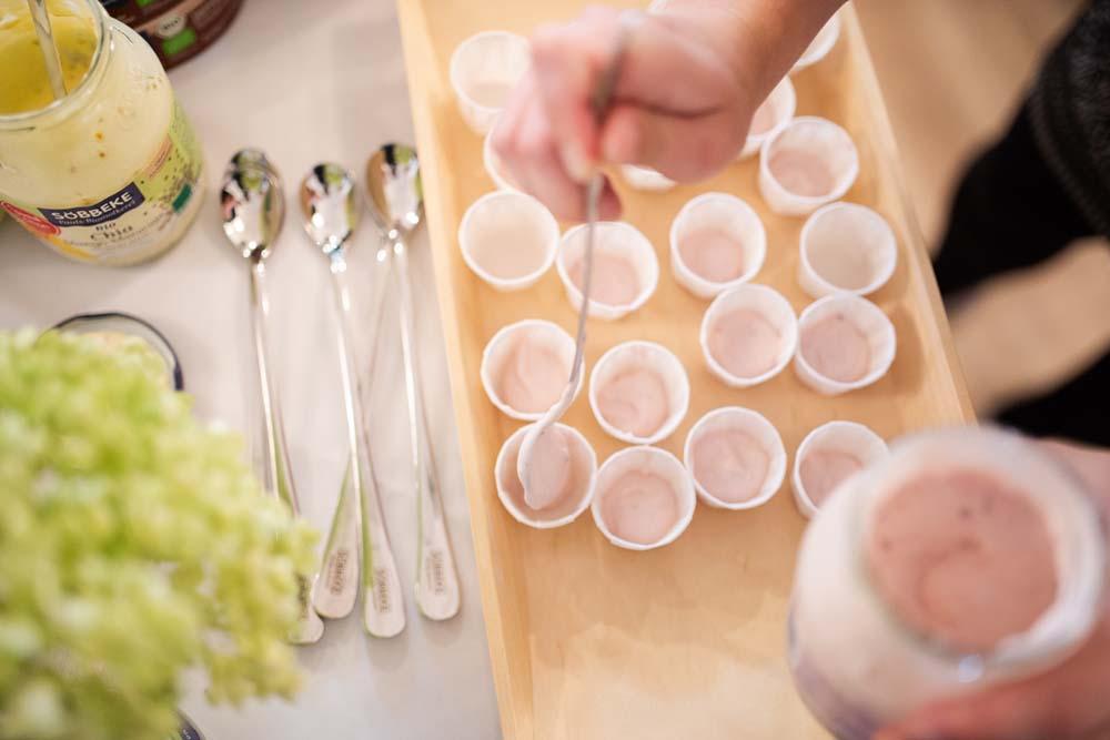 Joghurt-Verkostung in der Biomolkerei Söbbecke