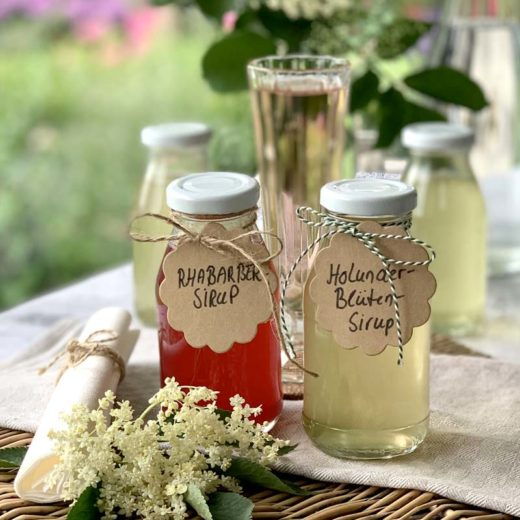 Rezepte für Rhabarber- und Holunderblütensirup