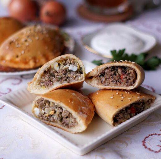Russisches rezeot für Pilz- und Hack-Pierogi